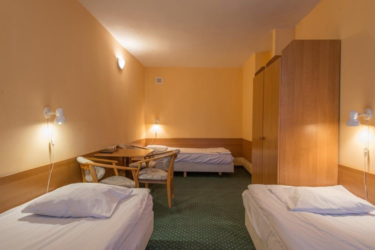 hotel-krakus-junior-pokoj-krakus-junior-3-luzkove-studio