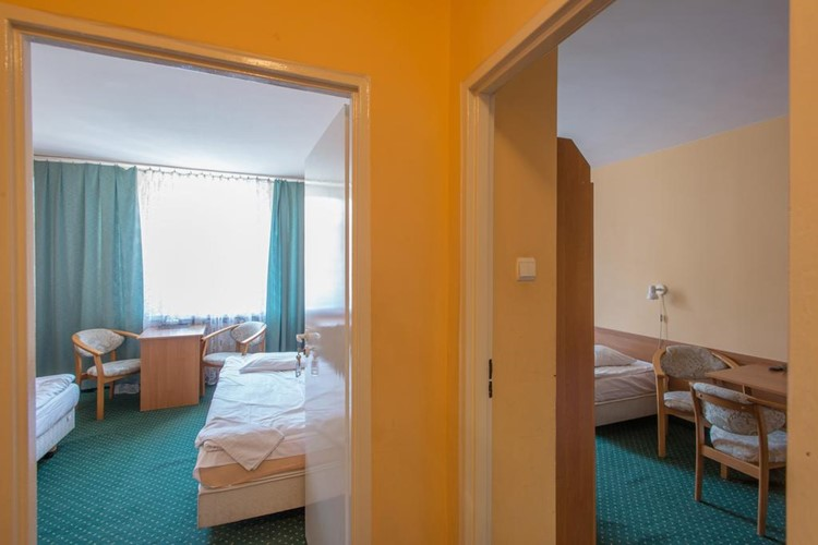 hotel-krakus-junior-pokoj-krakus-junior-4-luzkove-studio